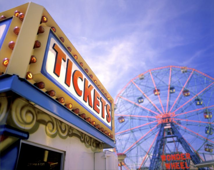 Who says a boardwalk has to be by the ocean? Along Lake Michigan in the Windy City, the Navy Pier has got a 150-foot-high Ferris wheel a carousel, wave swinger, mini-golf, and remote-control boats in season.