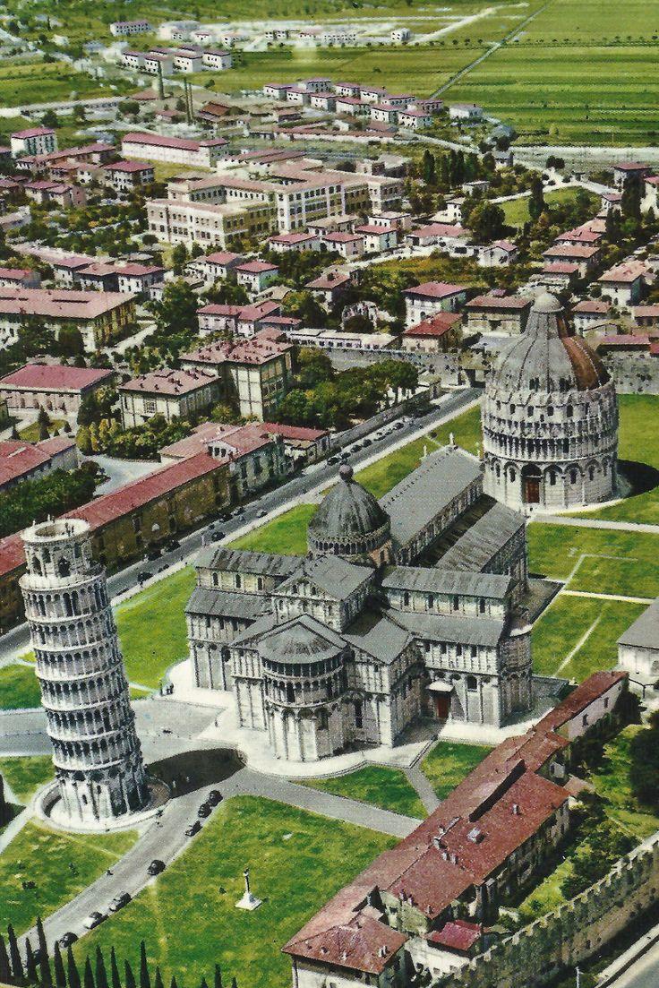 Pisa - Veduta aerea di Piazza dei Miracoli in una cartolina degli anni '70