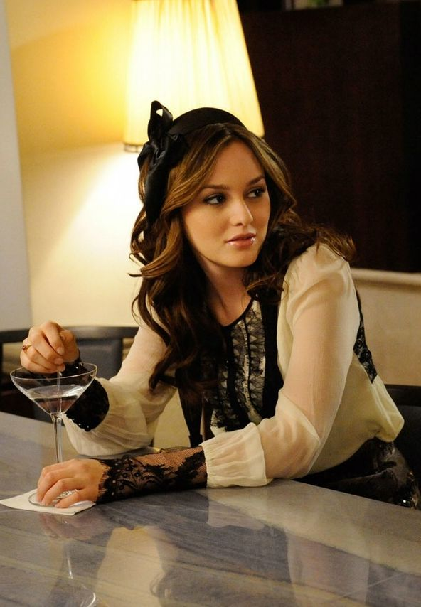 Blair Waldorf looked sophisticated and sweet in a ivory lace top paired with a Susan Daniels Bow Headband. Shop it: www.pradux.com/…