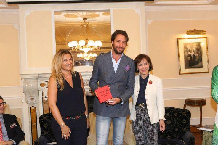 Cristiana Schieppati e Fiammetta Fadda consegnano a Luigi Taglienti il premio Miglior Chef
