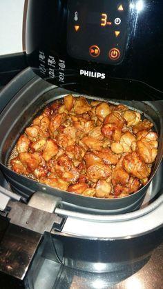500 gram kippendijfilet Marinade maken van ketjap, scheutje zonnenbloemolie, 2 tenen knoflook fijngesneden, 4 eetl citroensap, beetje sambal, stuk fijngesneden gember, 1 theelepel korianderpoeder e…