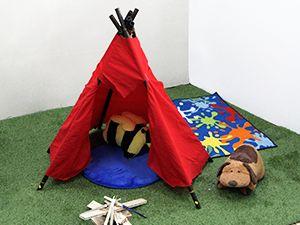 En otros proyectos ya vimos cómo hacer antifaces de cacique y de princesa india. ¡Construyamos ahora la tienda de la tribu con sábanas y tubos de PVC!