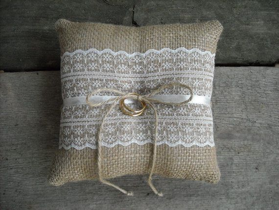 Arpillera Anillo almohada arpillera anillo portador almohada marfil o blanco encaje anillo cojín Woodland / rústico / Cottage style bodas