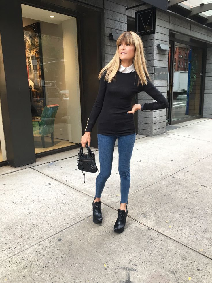 "Ruthie Davis in her ""Rachele"" FW17 Wedge Kicks!"