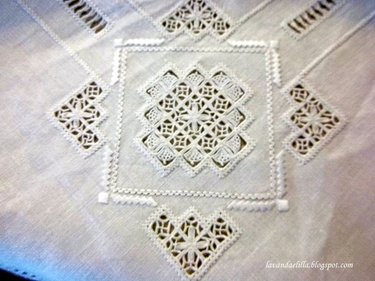 Asciugapiatti e Tovaglia a Reticello ~ detail from a tablecloth ~ by Lavanda e Lillà