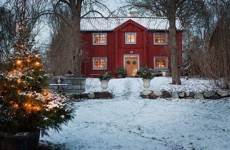 I det här mysiga huset börjar julen redan vid första advent. Mysiga juldekorationer och fin julstämning, kika in i hemmet där man vill fira julen!