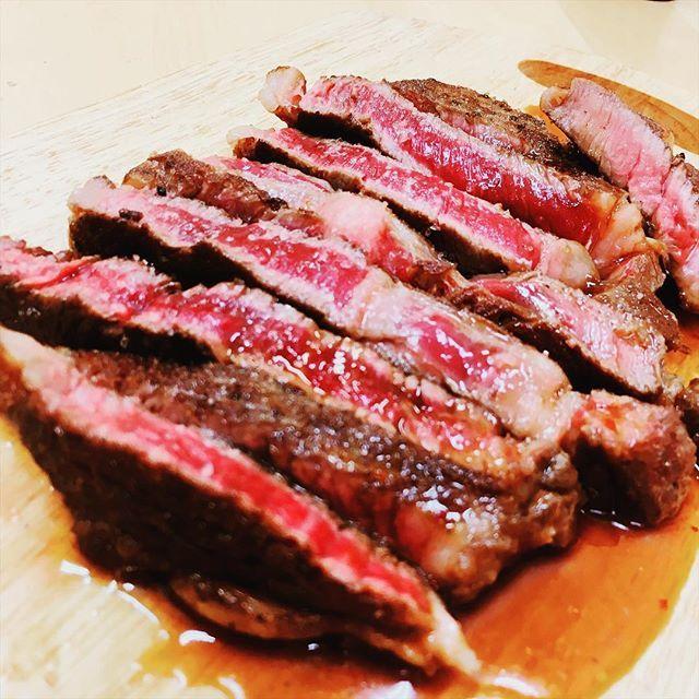 ㅤㅤㅤㅤㅤㅤㅤㅤㅤㅤㅤㅤㅤ 🍖今日のお肉🍖 ㅤㅤㅤㅤㅤㅤㅤㅤㅤㅤㅤㅤㅤ ステーキはいかが?谷牧場が厳選したロース肉は柔らかくてとってもジューシー✨ ㅤㅤㅤㅤㅤㅤㅤㅤㅤㅤㅤㅤㅤ 肉屋が言うのもおかしいけど、お肉は高級なお肉が絶対良いって事はないよ!🤔自分の身体、ご家族の皆さまの身体に合ったお肉を選ばれるとより美味しくお肉を味わって頂けるのかなーと思いますね☺️ ㅤㅤㅤㅤㅤㅤㅤㅤㅤㅤㅤㅤㅤ サシの綺麗なお肉、赤身なお肉、なんでもご相談くださいね✨✨ ㅤㅤㅤㅤㅤㅤㅤㅤㅤㅤㅤㅤㅤ さあ今日も仕事がんばろぉー‼️ ㅤㅤㅤㅤㅤㅤㅤㅤㅤㅤㅤㅤㅤ #京都府 #福知山市 #福知山 #精肉店 #オリジナル銘柄牛 #奥丹波みたけ牛 #谷牧場 #肉 #和牛 #牛肉 #豚肉 #鶏肉 #惣菜  #焼肉 #すき焼き #しゃぶしゃぶ #ステーキ #肉料理 #たにぼくバーグ #熟成肉  #meat #wagyu #beef #pork #chicken  #YAKINIKU #SUKIYAKI #SHABUSHABU #steak #KYOTO