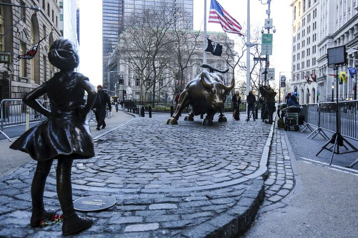 'Wall Street Bro' Humping 'Fearless Girl' Statue Is Why We Need Feminism | The Huffington Post