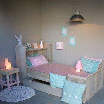 #Steigerhouten #Meisjeskamer | Zomerzoen.nl in pastel blauw mint en roze. Girls room in blue pink and mint
