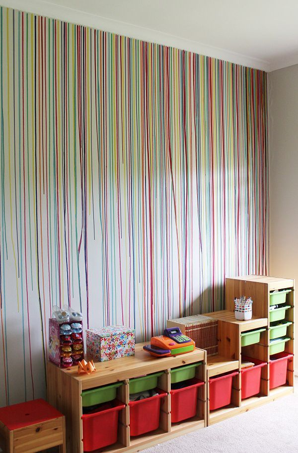 Dripped paint wall in playroom.http://homeology.co.za/diy2/room-paint-diy-drippy-wall/