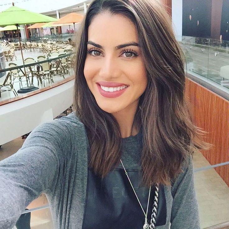 """Neutral makeup kinda day! ---------- Make neutra de hoje! ❗️❗️❗️Quer ir comigo, assistir ao desfile da Elle Fashion Preview no Rio de Janeiro?! (Espero que sim! Haha). Para concorrer é só participar do """"Desafio Luminous Beauty Advanced"""" do @lookluminous - Poste uma foto linda , arrasando no look, Make, cabelo e no super sorriso; usando as hashtags #lookluminous e #desafioluminous ! Quero fotos criativas heim?! (No site da Colgate - Luminous White - tem todas as informações). Ansiosa para…"""