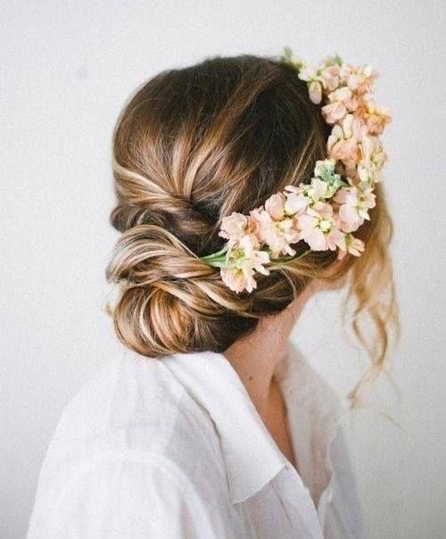 8 Beautiful Flower Crown Ideas girly cute hair girl flowers pretty roses hair styles flower crown hair design hair cuts flower crown ideas