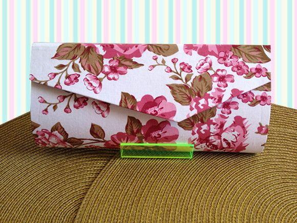 Bolsa De Mão - Clutch Floral com revestimento externo poá (marrom/laranja). Confeccionada com a técnica de cartonagem em algodão. R$ 30,00