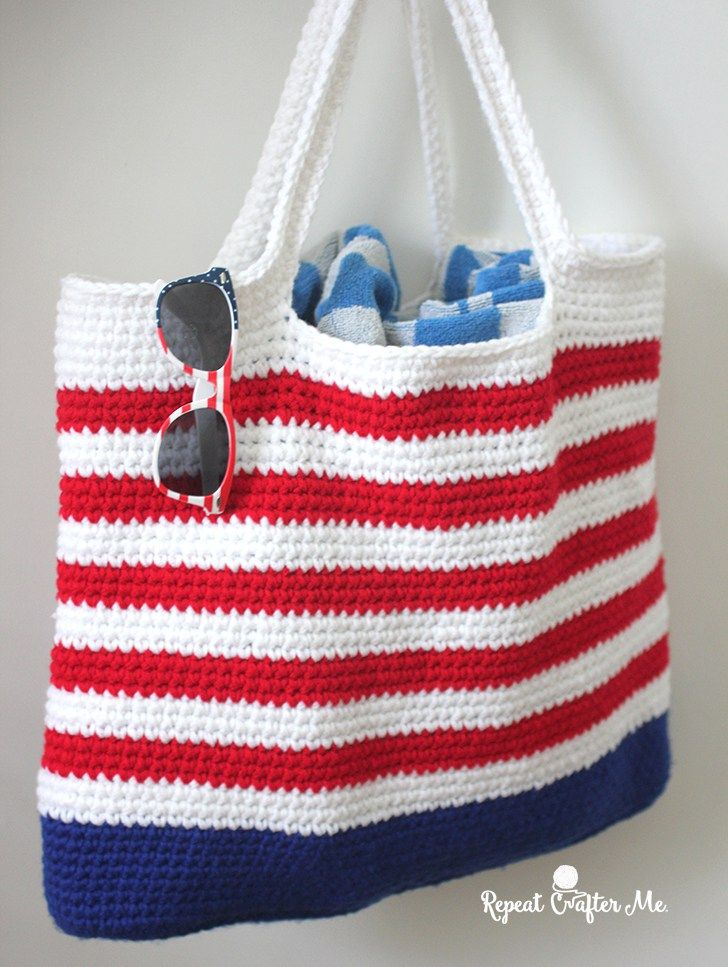 It's Memorial Day weekend and with plans to be poolside for the next few days, I decided to whip up a festive Crochet Patriotic Tote Bag! I used double strands of Bernat Super Value in Royal Blue, Ber