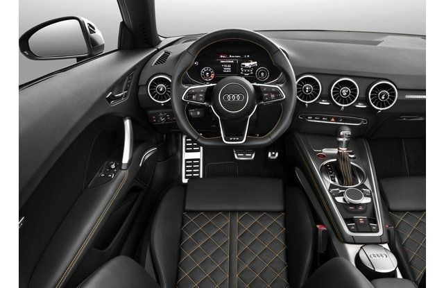 Tive o prazer de dirigir e fazer duas viagens com o conversível mais fascinante do mercado.  Sobre Audi TTS: Por baixo do capô O TTS possui motor 2.0 TFSI turbo a gasolinacapaz de render 286 cavalos de potência e 38,7kgfm detorque. O câmbio é o automatizado S-tronic de dupla embreagem e seis marchas, com tração é integral quattro. Com esse propulsor, o esportivo acelera de 0 a 100 km/h em 4,6segundos (cupê) e 4,9 segundos (conversível) e atinge 250 km/h de velocidade máxima (li...