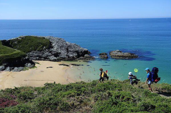 Je gelooft het bijna niet als je deze foto's ziet, maar al deze eilanden liggen echt voor de Franse kust, hier in Europa! Met hagelwitte stranden, turquoise baaien en exotische bloemen, ja heus, waanzinnig mooi.