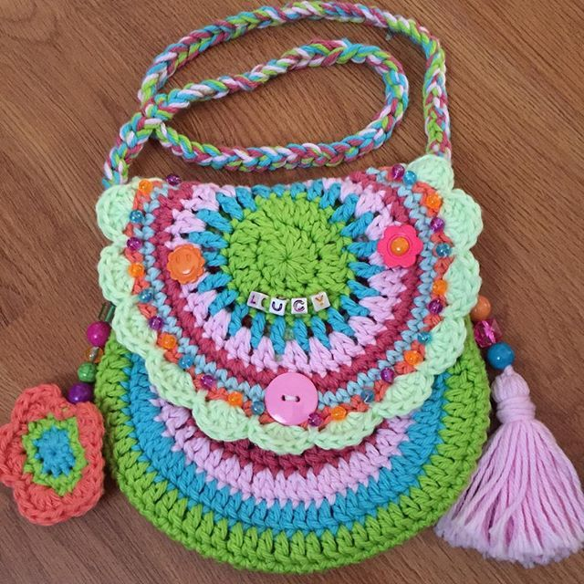 I made two of these for my grandnieces, it was a pattern on Ravelry by Vendula Maderska. So much fun to make! @queen_babs, I used your Flashy Flower pattern, Jane, thanks for sharing it! #purse #vendulamaderska