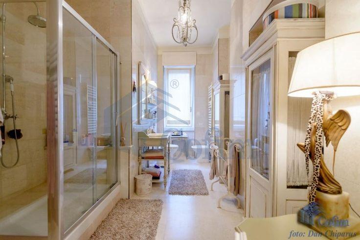Appartamento #Milano RM2214 Repubblica, Via Vittor Pisani, in stabile signorile, vendiamo  bellissimo appartamento al 3° piano di mq. 210, composto da: doppi ingressi, salone doppio, cinque camere, cucina abitabile, tripli servizi. Completamente ristrutturato