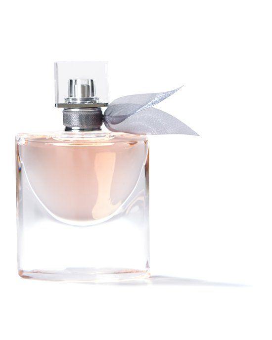 Lancome La Vie Est Belle for Women - 75 ml - Eau de parfum  Deze populaire geur bestaat voor bijna 50% uit natuurlijke ingrediënten. Het heeft maar liefst drie jaar geduurd voordat de La Vie est Belle is gecreërd, deze geur heeft meer dan 60 bestandsdelen met onder andere iris, oranjebloemen, patchouli en jasmijn. De geur van Lancôme wordt verpakt in een unieke flacon die een glimlach symboliseert.