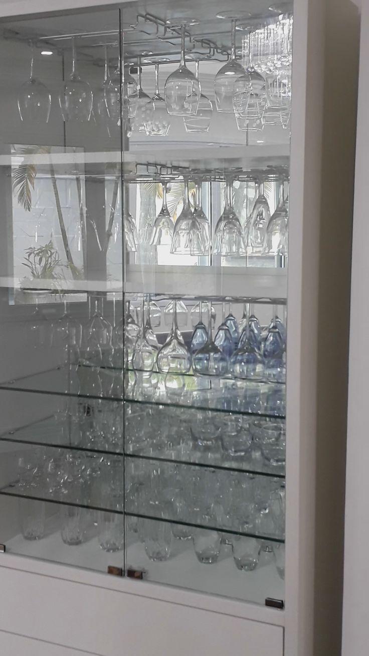 Armário, portas e gavetas personalizadas com armário de vidro   – Videos de Moveis planejados e Trabalhos de Marcenaria