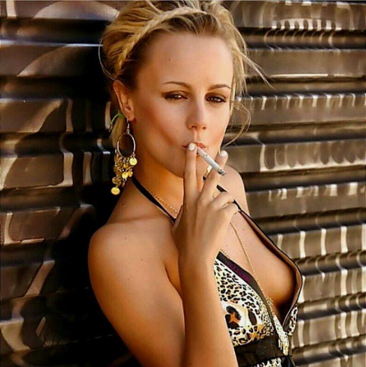 White Women SMOKE!