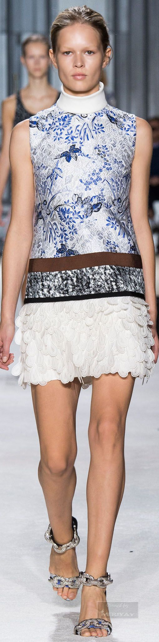 Love how flirty this mini dress is but can be dressed up or down. Giambattista Valli.Spring 2015.