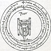 Latijns manuscript over rituele magie of necromantie. 16e eeuw, Gent. In de magische cirkel staan de woorden puer (jongen) en magister (leraar) en een driepoot. Magische cirkels worden vaak gebruikt bij necromantie, het bewust oproepen van demonen en geesten. Door in de cirkel te gaan staan, beschermen magiërs zichzelf. Dit toverboek is teruggevonden in een schoorsteen van een Gentse psychiatrische instelling die in 1835 is gesloopt.