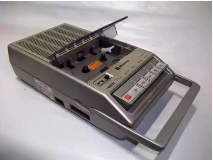 Vamos gravar música boa?  .  .  .  #danipresentes #nostalgia #anos80 #anos80 #80s #90s