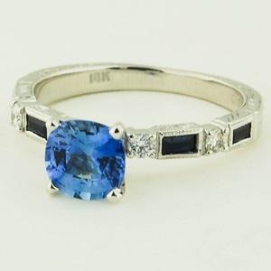 18 Karat Weißgold Vintage Saphir und Diamant – Set a mit 6,0 mm Kissen blau …
