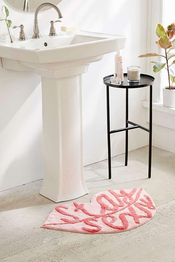 Urban Outfitters Lips Bath Mat  | Scandinavian Design Interior Living | #scandinavian #interior