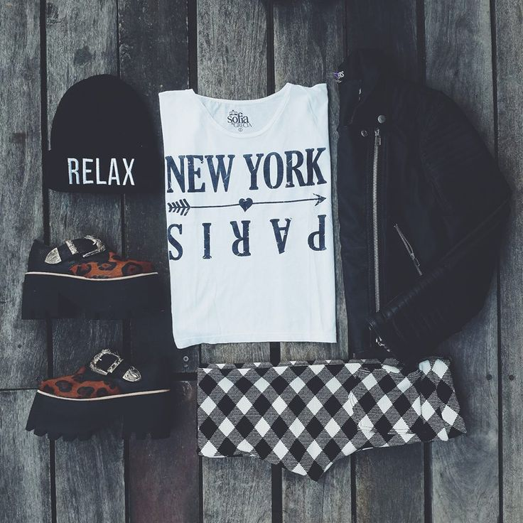 [ OUTFIT DE GRECIA ] Jueves Casual > Campera Moto, Remera NY, Calza Polka, Tailandia Print & Beanie Relax.