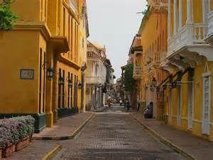 las ciudades de Colombia son pequeñas pero tienen muchas personas