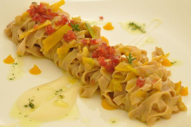 Tagliatelle con castagne e zucca, salame piccante e parmigiano