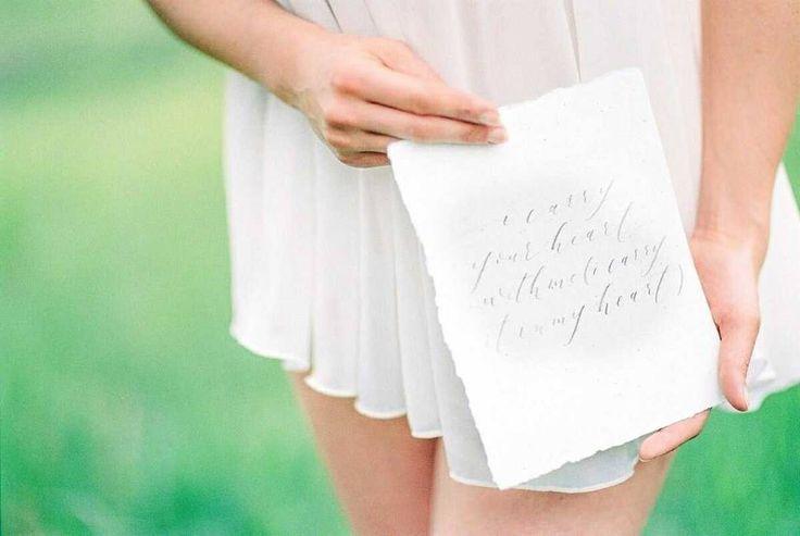 Já pensou em fazer um ensaio íntimo pré-casamento?  Tanto na Europa quanto nos EUA boudoir de noivas são feitos junto com a preparação do casamento. Uma idéia de presente para o noivo ou porque não para si mesma! |Link para o post no perfil |  Por: fotografia @jeaniemicheel | Conceito @friedatheres | @nike_aline | Roupa íntima @sinafischerdesign | Caligrafia @olivebranchandco | Bolo @fraeuleinwild | Film lab @meinfilmlab  #luminousbride #noivafineart #fotografiafineart #ensaiointimo…