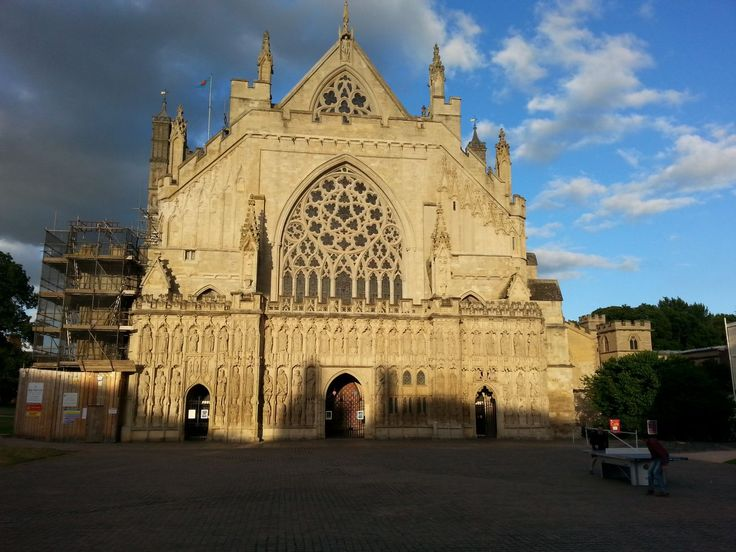Ještě pořád katedrála v Exeteru (tentokrát vyfocena tak, aby odpady nebyly vidět)