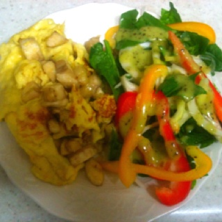 Banana omelette+home made kiwi dressing+spinach salad