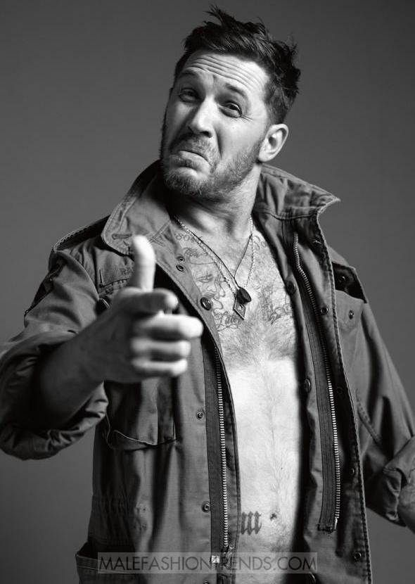 Tom Hardy es fotografiado a blanco y negro para el número de Enero de Esquire UK por Greg Williams