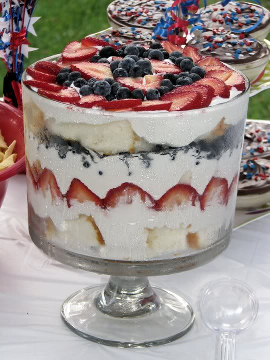 4th of July Trifle (Strawberry & Blueberry Trifle): Desserts Trifles, Angel Food Cakes, Sweet, Strawberries, Blueberry Trifle, 4Th Of July, Yummy, Favorite Recipe, Blueberries