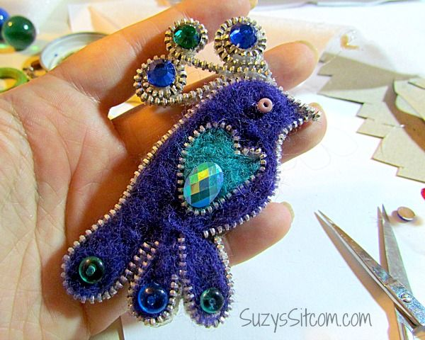 pretty peacock brooch made with zipper and felt