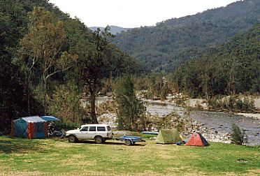 campersonthepoint.gif    Wolondily River Bush Camping