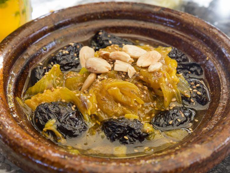 boeuf, oignon, pruneaux, amande, curcuma, cumin, cannelle, paprika, poivre, sucre, gros sel, huile d'olive