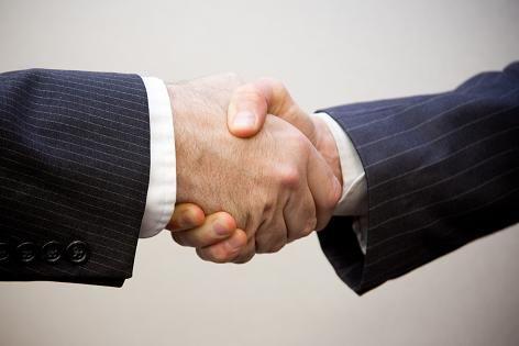 Zastanawiasz się jak dobrze wypaść na rozmowie kwalifikacyjnej? To mowa ciała odgrywa jedną z najistotniejszych kwestii podczas tego spotkania. Prawdą jest też, że pracodawca nie zatrudnia najlepszego kandydata, tylko tego z którym chce pracować. Osobę, z którą znalazł najlepszy kontakt... #mowaciała #praca #rozmowakwalifikacyjna #szukaniepracy