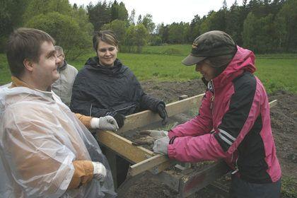 Västra Nyland: Här behövs känsla för forna fynd (artikel)#EKTAMuseumcenter #Raseborg #VN #Västranyland #arkeologi #raseborgsslott