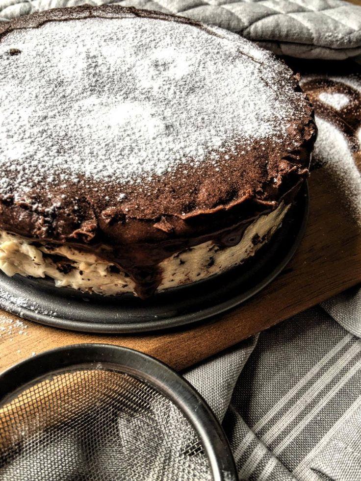 Low Carb Eclair Kuchen mit Schokolade und Vanille Pudding dazu Puder Xucker nur wenig Kohlenhydrate