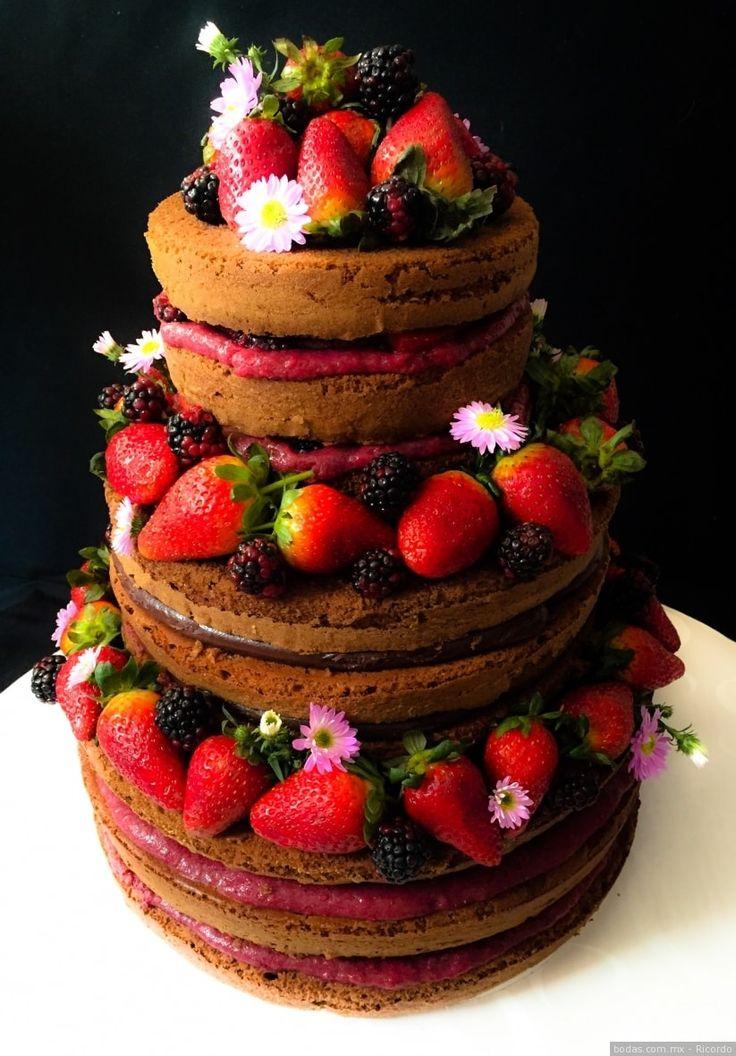 Pastel naked cake para la boda  ¡Mira más ideas aquí!  Bodas.com.mx  Ricordo  #nakedcake #pasteles #wedding #bodas