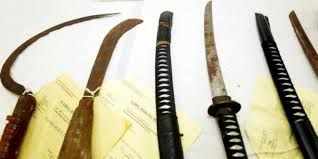 Gangster Remaja Makin Brutal, Polisi Mau Dibacok Pakai Parang dan Pedang - Kriminalitas.com