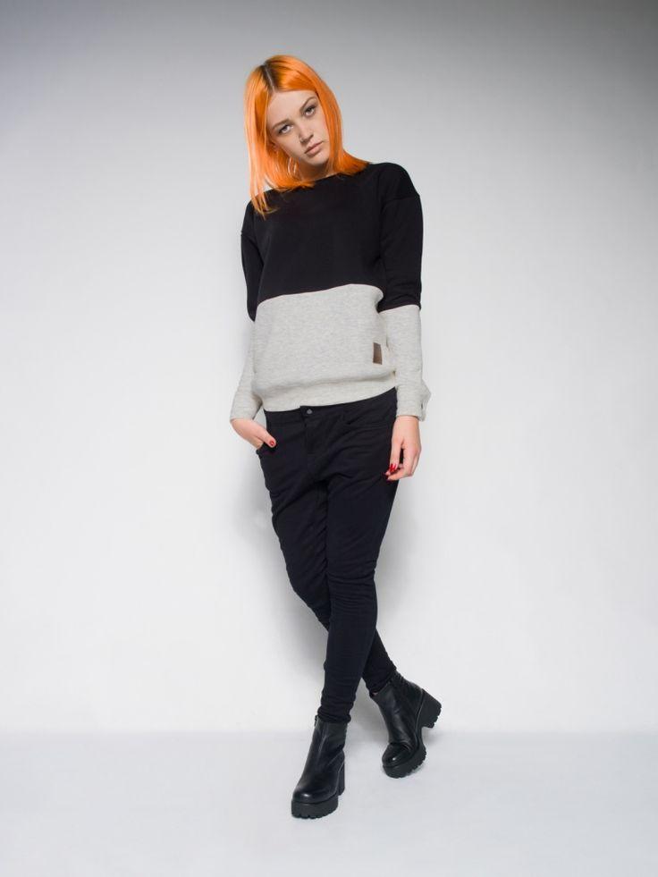 FEMALE MONOCHROMATIC SWEATSHIRT Streetwear collection Street Style