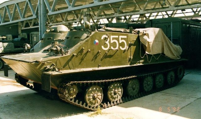 OT-62B_tracked_armoured_vehicle_personnel_carrier_Czech_Army_Republic_640.jpg (640×379)