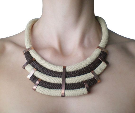 Collana di corda marrone e beige. di MyHandmadeJewels su Etsy, €15.00