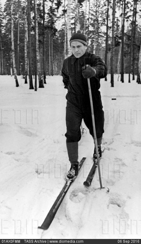 STOCK IMAGE - Pavel Popovich skiing, 1962 by www.DIOMEDIA.com